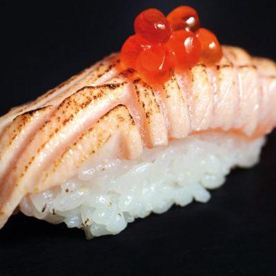Seared salmon nigiri with salmon roe on top