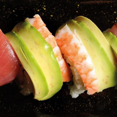 Uramaki filled with surimi, avocado and mayoneisse, and covered with scallop, tuna, shrimp, horse mackerel, salmon and avocado