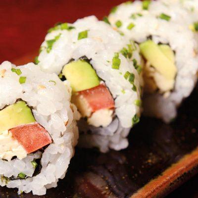 Uramaki with chicken, tomato, avocado, mayonaisse on top