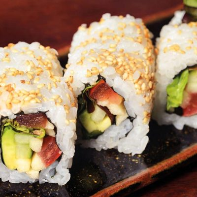 Roll filled with cucumber, tomato, apple, lettuce and avocado