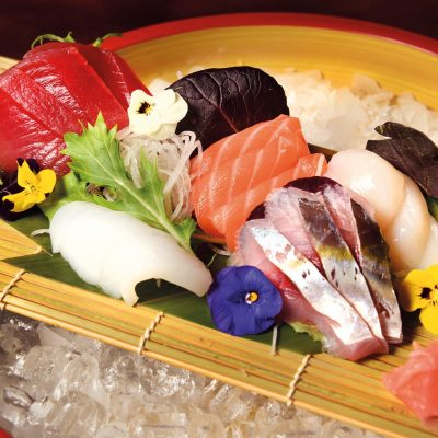 Sashimi moriawase 14 pieces: salmon, tuna, scallop, horse mackerel and squid